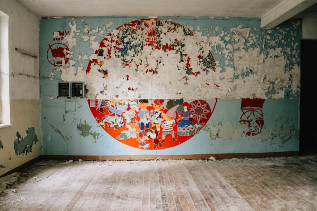 Garnison Vogelsang Room with damaged Wallpaper