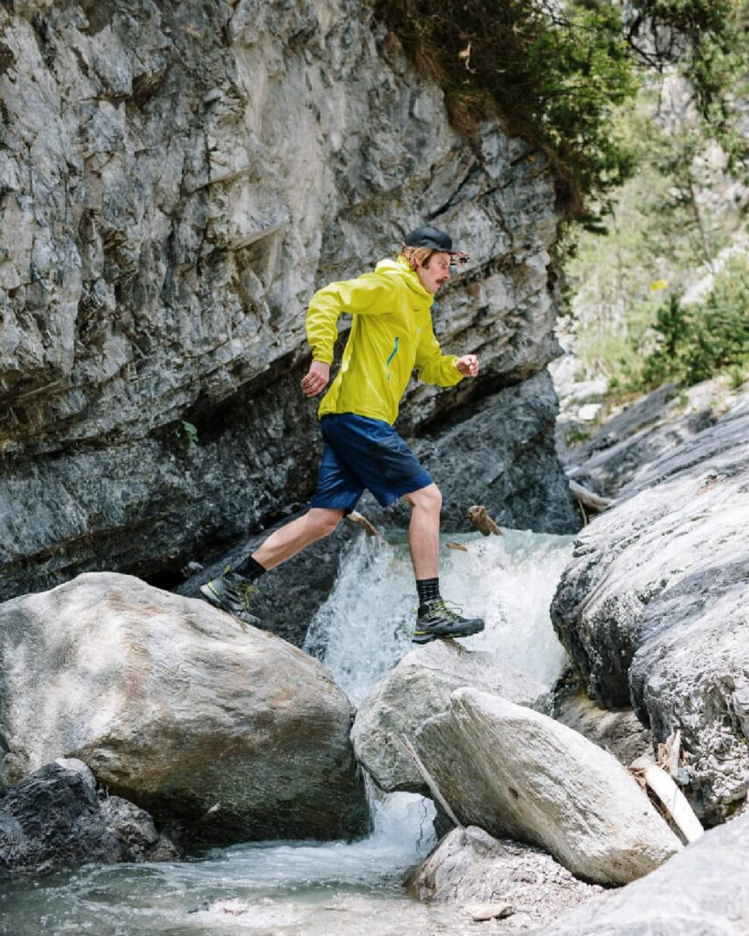 Trail Running over rocks and mountain river in Jack Wolfskin gear