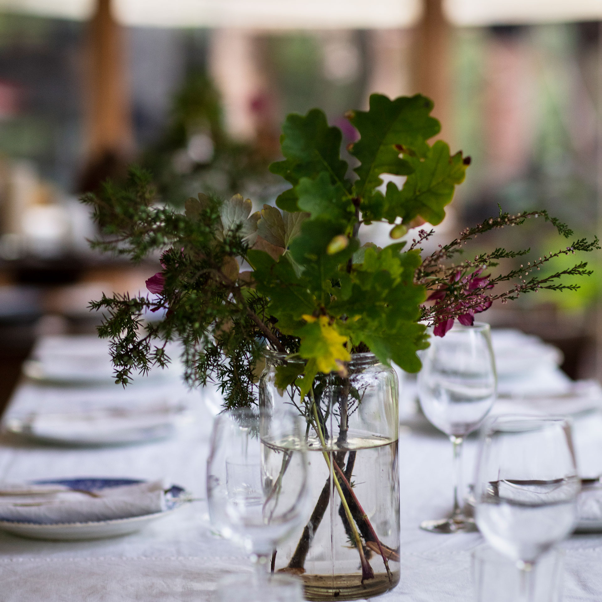Stedsans in the Woods beautifully set table