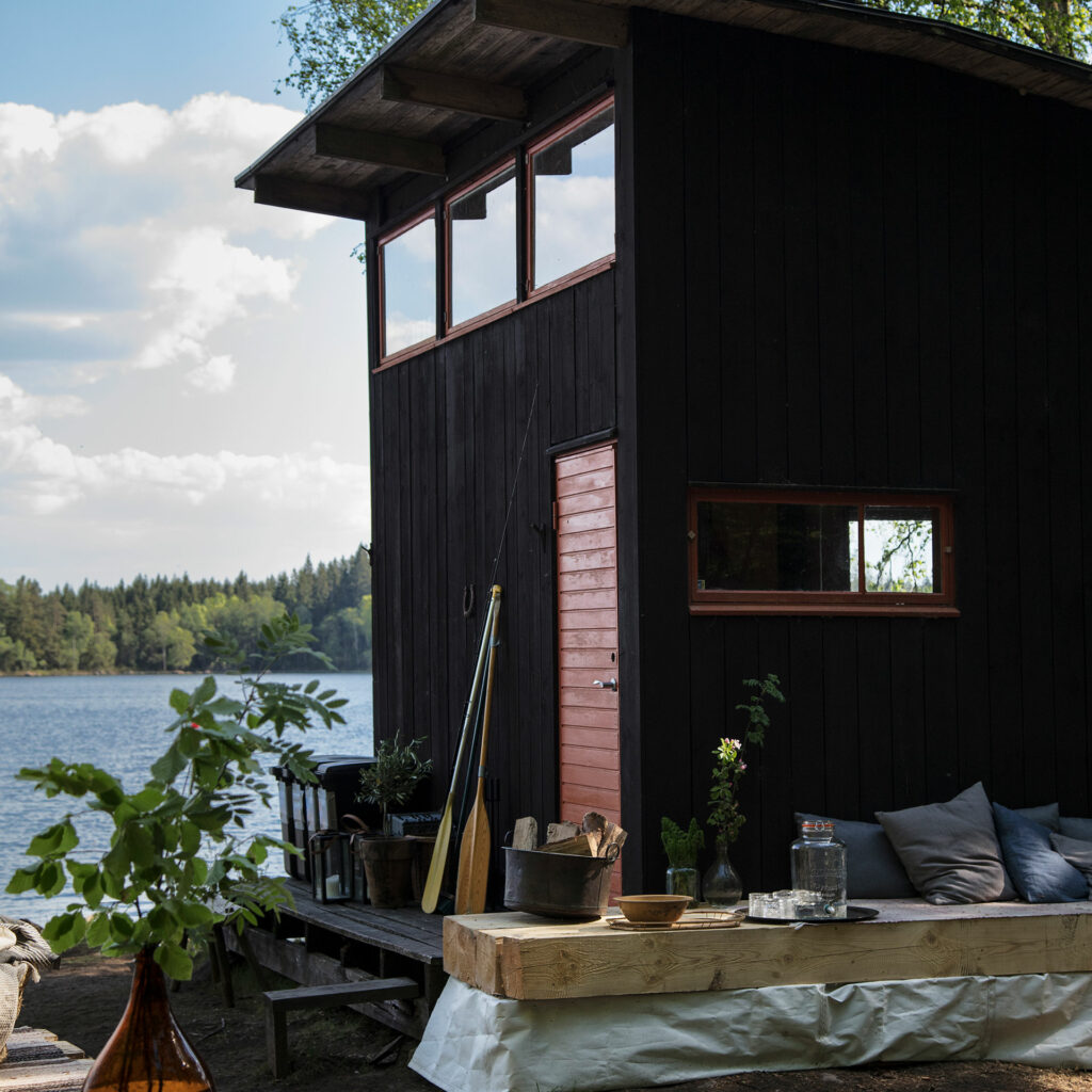 Swedish sustainable house Stedsans in the Woods located by the lake