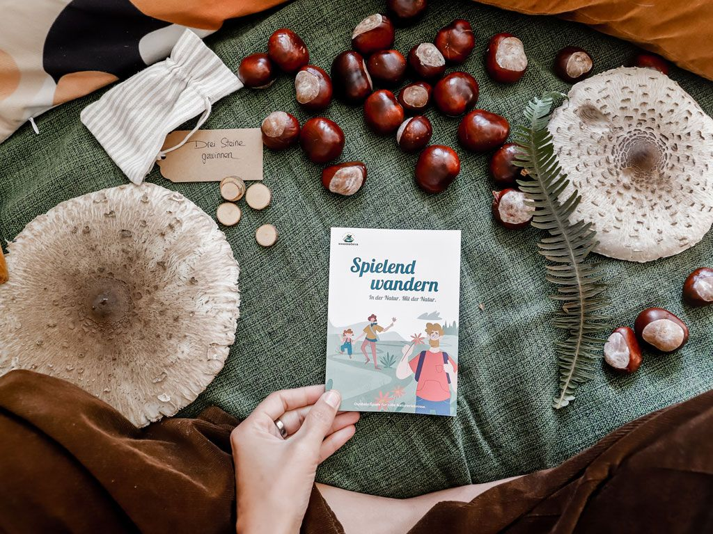 Spielend Wandern is the title of a German book with hiking tipps